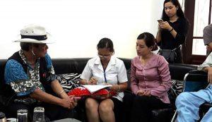 Ông Gia Bào, cựu phóng viên Báo Công an nhân dân, bị tai biến lâu năm cũng đến thăm khám dùng An Cung Trúc Hoàn