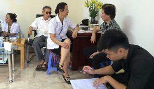 Bệnh nhân đến nhờ lương y Quý Thanh thăm khám tại Hà Nội