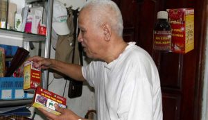 Ông Trịnh Thúc Nghi, 68 tuổi, số nhà 27, ngõ 101, Thanh Nhàn, Hà Nội